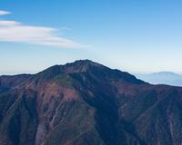 山梨県 甲斐駒ヶ岳山頂から見る仙丈ケ岳