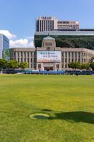旧市庁舎(ソウル図書館)と新市庁舎