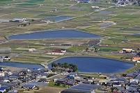 予讃線 特急しおかぜ・いしづちと讃岐平野のため池