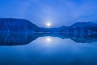 福島県 金山町 早朝の沼沢湖