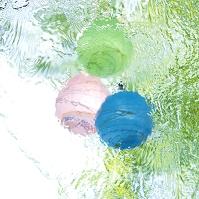 水に浮かべたヨーヨー 夏小物
