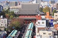 東京都 浅草寺 仲見世と宝蔵門と本堂