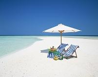 モルディブ ビーチパラソルとビーチチェアー