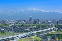富山県 北陸新幹線と立山連峰