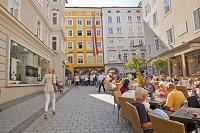 オーストリア モーツァルトの生家前のカフェ