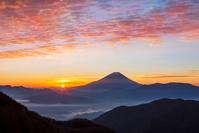 朝日と富士山