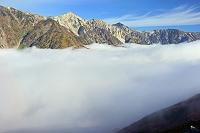長野県 朝の八方尾根から雲海と白馬三山