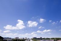 青空と住宅街・遠景