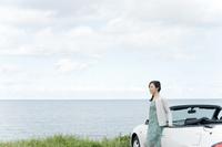 海と車と日本人女性