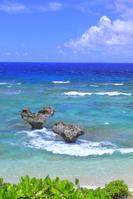 沖縄県 青い海とハートロック