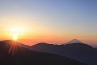 静岡県 茶臼岳 夜明けの富士山と朝日