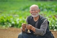 笑顔の農家の男性