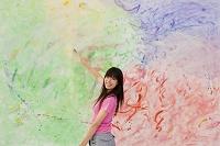 絵を描く日本人女性