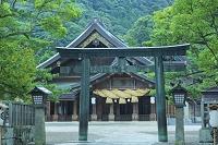 島根県 出雲大社の拝殿と銅鳥居