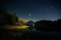 静岡県 田貫湖 富士に昇るオリオン座・ふたご座・木星 冬の大...
