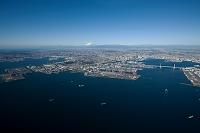 横浜港と横浜市街地より富士山方向