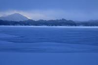 福島県 凍る檜原湖