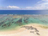 鹿児島県 徳之島にて畦プリンスビーチ海浜公園を空から望む