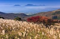 大分県 牧ノ戸峠 紅葉と阿蘇山