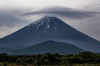 笠雲に覆われた富士山