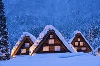 岐阜県 雪の白川郷荻町合掌造り集落夕景