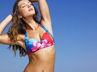 水着姿の美しい外国人女性