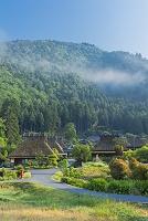 京都府 かやぶきの里の朝霧