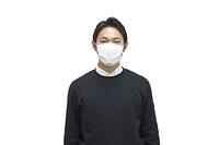 マスクする男性