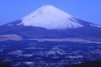 静岡県 未明の富士山と御殿場市