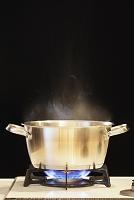 鍋に火をかける