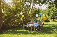 ガーデンパーティーの飾りつけ