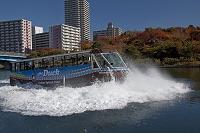 東京都 旧中川 スカイダック(水陸両用バス)の波しぶき