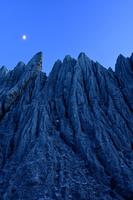 青森県 むつ市 仏ヶ浦 蓬莱山と月