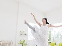 踊る日本人女性