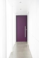 廊下の奥のドア