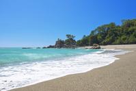 高知県 桂浜と浜辺に突き出した龍頭岬