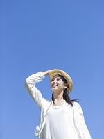 帽子をかぶった日本人女性
