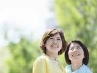 笑顔の日本人女性と母親