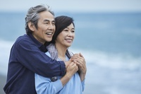 海辺の日本人中年夫婦