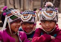 ミャンマー チャイントン 民族衣装の子どもたち