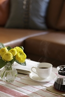 花とコーヒーと本
