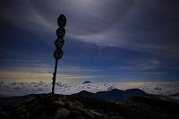 静岡市 南アルプス赤石岳より見る雲海に浮かぶ富士山とオリオン...