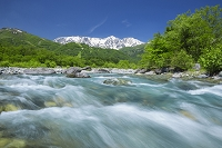 長野県 白馬三山と清流
