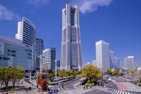 神奈川県 横浜 桜木町駅前よりみなとみらいビル群