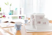 テーブルの上の建築模型