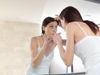 歯磨きをする外国人女性