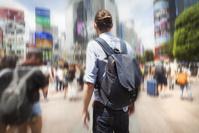 東京観光する外国人男性
