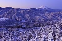 山梨県 百蔵山と富士山と雪景色