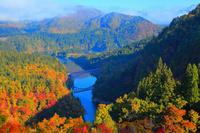 福島県 三島町 紅葉と只見線・第一鉄橋