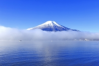 山梨県 富士山と霧の山中湖
